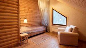 Отделка детской комнаты древесиной