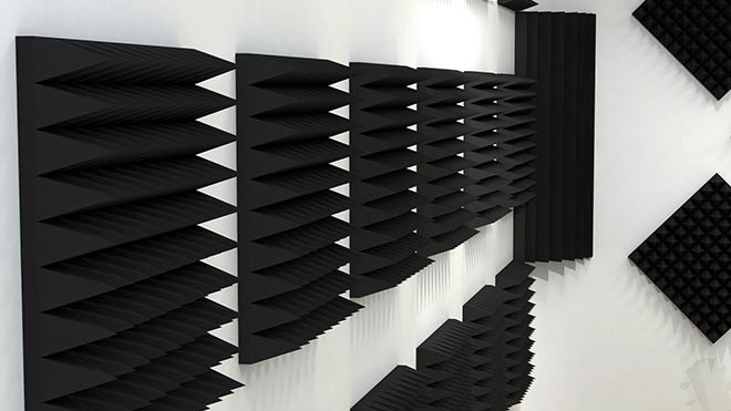 Квадратные панели на стене