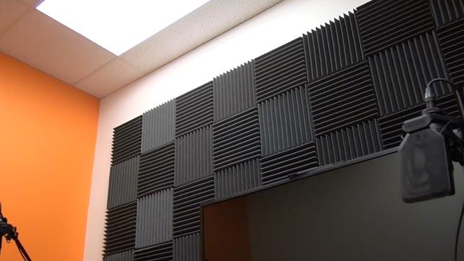 Черные ребристые блоки