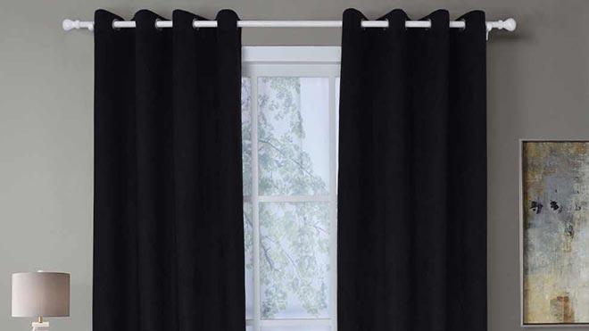 Плотные черные шторы