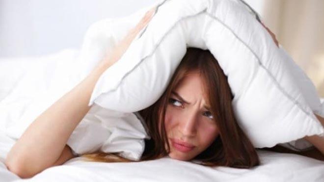 Накрылась подушкой